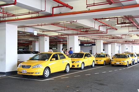 Acceso a taxis en la estación del tren de alta velocidad de Kaohsiung