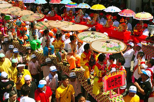 Ceremonia del Desfile del Dios de la Ciudad de Houpu el día 12 de abril del calendario lunar.